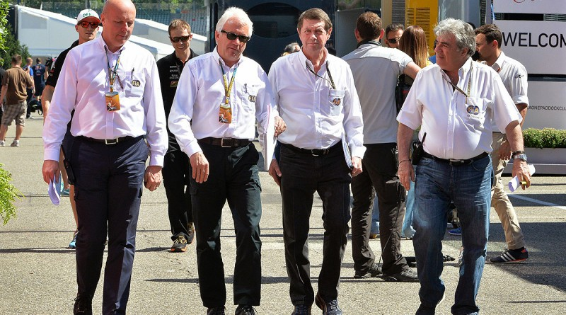 Izq. a Der. Colin Haywood (GBR), F1 Race Control Manager; Charlie Whiting (GBR), F1 Race Director; Garry Connelly (AUS), Comisario, Presidente del Instituto Australiano de Deportes a Motor; Enzo Spano (VEN), Comisario de Carrera, Presidente del Touring y Automóvil Club de Venezuela. Alemania, Circuito Hockeinhemring, julio 2014.